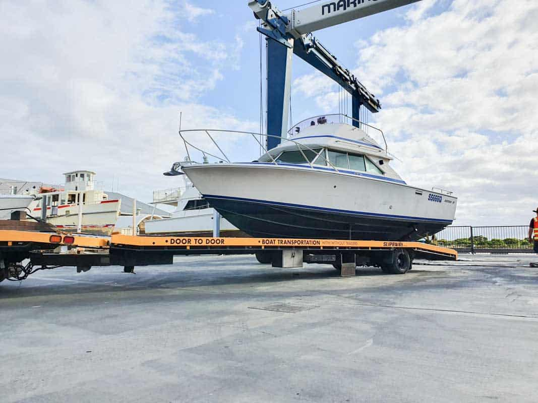 A Bertram 28 Flybridge getting transported from Runaway Bay Marina to Queenscliffe Marina in Victoria