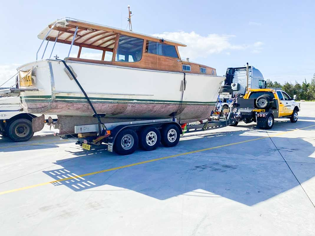 Old 26 Havo getting transported from White Bay 6 Marina to be hauled to Boat Works Coomera in Queensland by Slip Away Transport (1 of 2)
