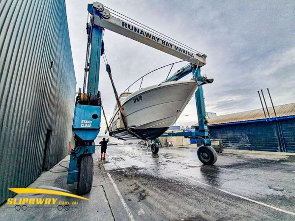 SLIP AWAY INTERSTATE YACHT BOAT TRANSPORT BY ROAD FOR A 290 SEA RAY SUNDANCER SPORTS CRUISER 29 FOOT FROM THE GOLD COAST TO WHITE BAY 6 SYDNEY MARINA LIFTED OFF WITH A CRANE IN STORAGE