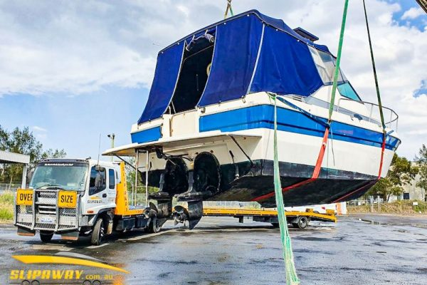 SLIP AWAY INTERSTATE BOAT TRANSPORT MARINER 30 FOOT FROM SYDNEY TO EAST COAST MARINA IN MANLY QUEENSLAND